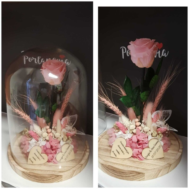Cupula de cristal con rosa preservada